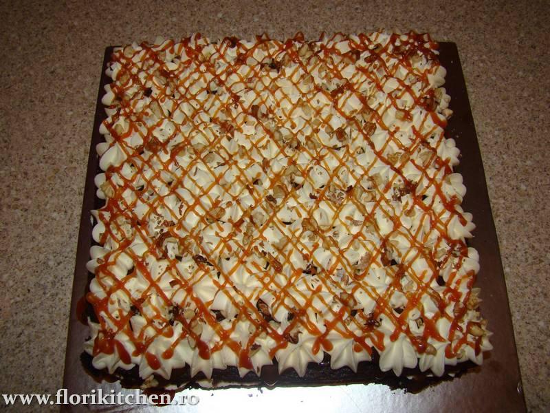 prajitura-cu-crema-de-ciocolata-branza-si-nuca07