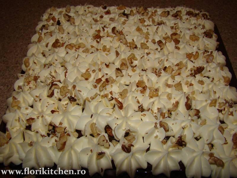 prajitura-cu-crema-de-ciocolata-branza-si-nuca11