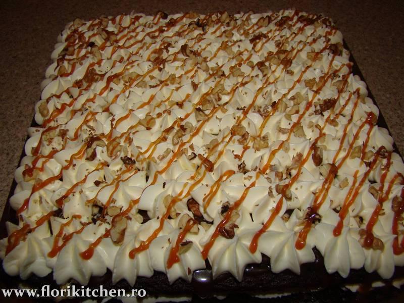 prajitura-cu-crema-de-ciocolata-branza-si-nuca13