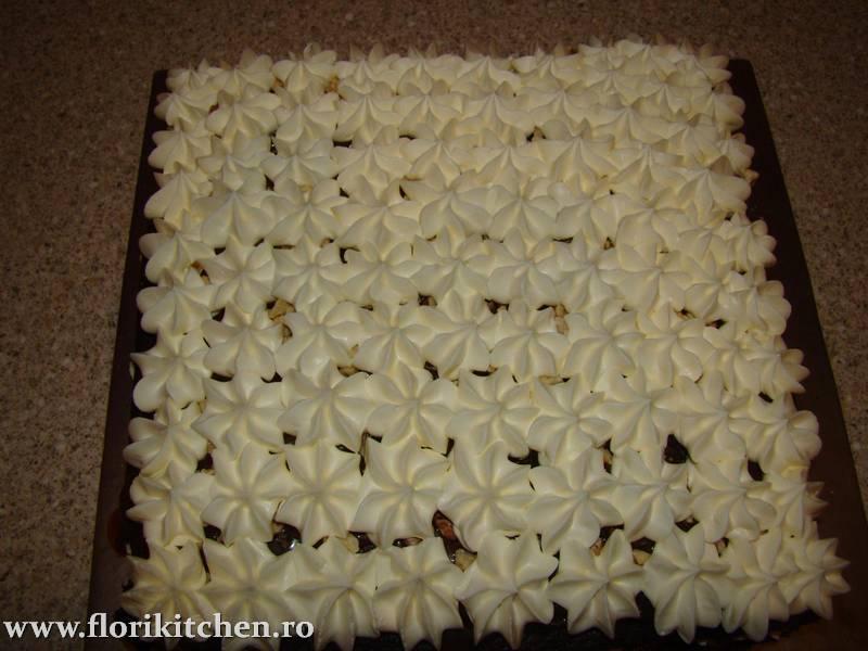 prajitura-cu-crema-de-ciocolata-branza-si-nuca16