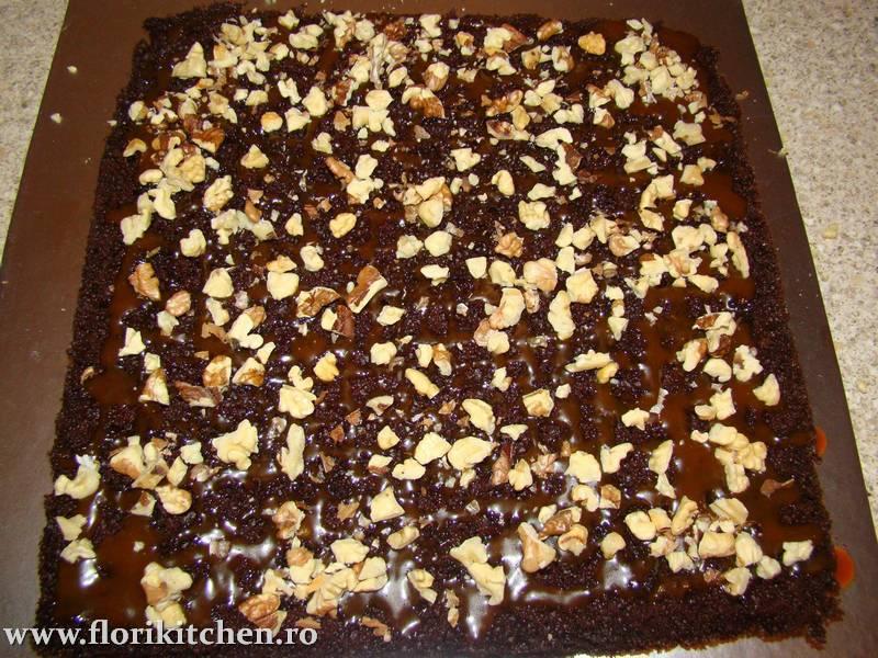 prajitura-cu-crema-de-ciocolata-branza-si-nuca24