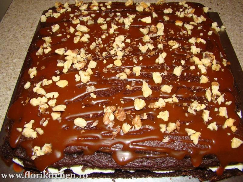 prajitura-cu-crema-de-ciocolata-branza-si-nuca26